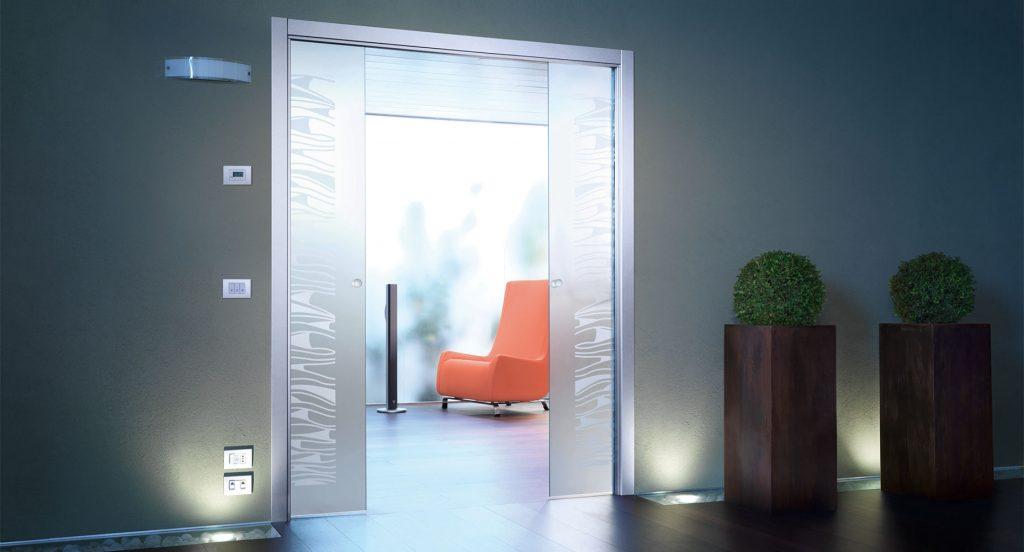Sklenene dvojkridle posuvne dvere
