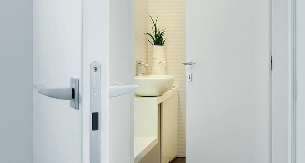 Objavte biele lakované dvere