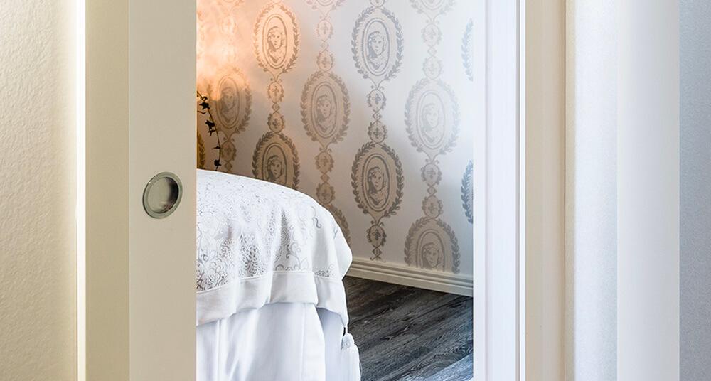Objavte biele laminátové dvere