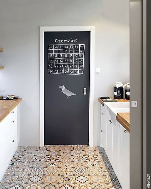 Tipy na praktické a kreatívne využitie interiérových dverí - Tabule